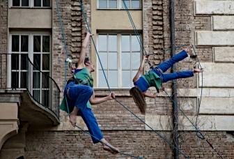 Italy, Piedmont, Rivoli Castle, vertical dance (french performers Retouramont)